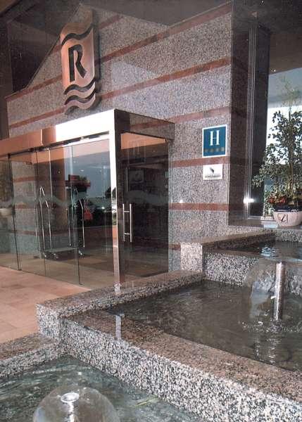 4r Regina Grand Hotel