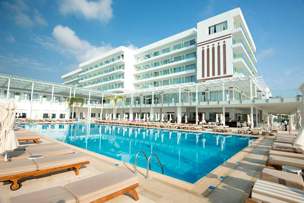 Award Winning 4* Beachfront Cyprus Half Board w/ Low Deposits